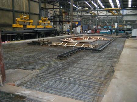 Industriebau Maschinenfundamente in einer Prodktionshalle