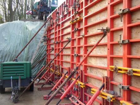 gebr-kutsch-ingenieurbau-stuetzwand-strukturschalung-3