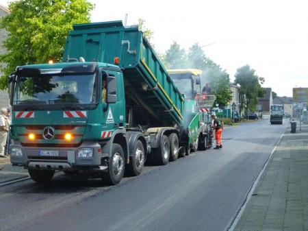 Straßenbau Erneuerung Kreisverkehr nach Ölunfall