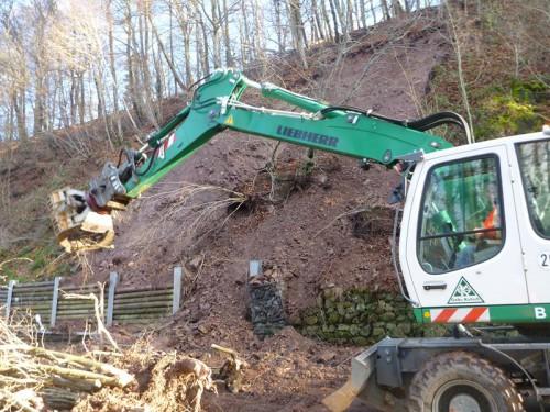 Notfall-Einsatz - Sicherung nach Erdrutsch