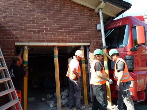 NOtfall-Einsatz: Statische Sicherung eines Einfamilienhauses nach LKW-Unfall